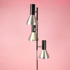 verchromte vintage Stehlampe von Hustadt mit 3 Spots und variabler Schaltung. Conni Kern Interior, vintage Möbel, Leuchten und Objekte. Desginklassiker in Mannheim.