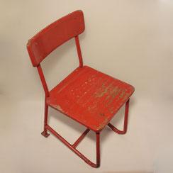 französischer Kinderstuhl aus rot lackiertem Stahlrohr und Holz, Conni Kern Interior: Design und vintage Möbel, Leuchten und Objekte in Mannheim