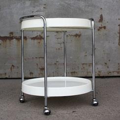 runder space age Servierwagen in weiß mit Chromgestell, Conni Kern Interior: Design und vintage Möbel, Leuchten und Objekte in Mannheim