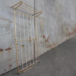 große mid century Wandgarderobe mit Hutablage aus eloxiertem Aluminium, 1960er Jahre. Conni Kern Interior, vintage Möbel, Leuchten und Objekte. Designklassiker in Mannheim.