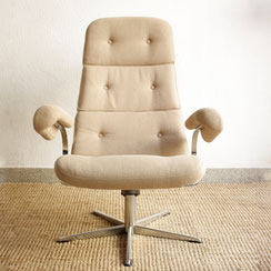 mid century swivel lounge chair in chrome
