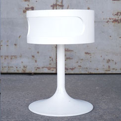 runder Lampentisch von Opal mit Tulpenfuß in weiß, Conni Kern Interior: Design und vintage Möbel, Leuchten und Objekte in Mannheim