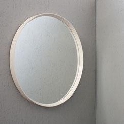 großer runder Wandspiegel in weiß mit Holzrahmen, Conni Kern Interior: Design und vintage Möbel, Leuchten und Objekte in Mannheim