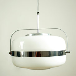 große Pendelleuchte aus Opalglas und Chrom, Conni Kern Interior, vintage Möbel und Designklassiker in Mannheim.