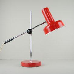 rote Tischleuchte mit Gelenkarm