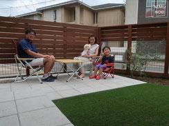 イタウバ、ウッドフェンス、リアル人工芝、コンクリート平板、雑草防止シート(ザバーン240)、木製門扉、物置、施工例