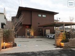新築外構、スクリーンブロック、ライトアップ、アオダモ、砂岩石、御影石、雑草防止シート、施工例