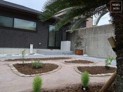 コンクリート平板舗装、ソテツ、雑草防止シート、固まる土舗装、施工例