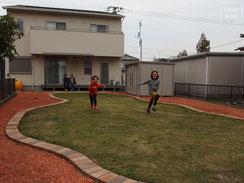 レンガチップ、コンクリート枕木、モミジ、雑草対策、高耐久防草シート、ザバーン240、施工例