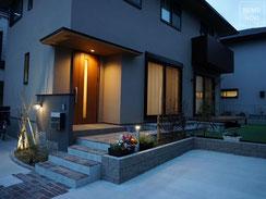 新築外構、エクステリア、ウッドデッキ、リウッドデッキ、テラス、ポルフィード石、化粧蓋、施工例