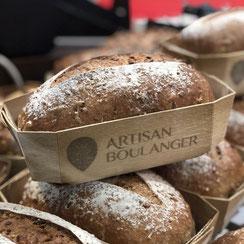 Pains sur étagères chez Ma Boulangerie Café