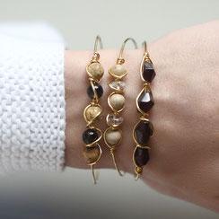 vergoldete Armbänder aus Draht mit Edelsteinperlen, modern, stylisch und elegant