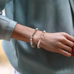 Edelstein Perlenarmband aus Gummi in weiß, aus Jade und Bergkristall