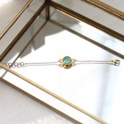 Vergoldetes zierliches Armband mit einem türkisen Swarovski Stein, stylisch und modisch