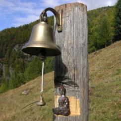 Glocke zum Eingang des Ashrams
