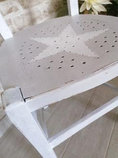 relooking de meuble le mans sarthe chaise trou étoile gris blanc shabby