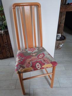 relooking de meuble sarthe pas cher chaise pin tissus taupe gris peinture camaelle