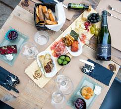 gutergschmack Brett trebur - essen in trebur - Restaurants in gross gerau - wein trinken und kaufen - gin trinken und kaufen - Kaffee und Kuchen - glutenfreier Kuchen essen - Champagner trinken - Schinken aus italien - käse aus italien - Oliven aus italie