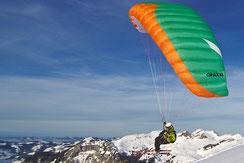 Pratiquez le speedflying et le speed riding avec une seule voile