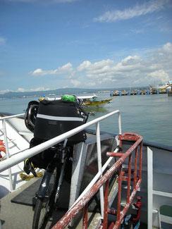 高速船の船首に載せてもらえました。