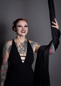 Lisa, Trainerin für Aerial Hoop