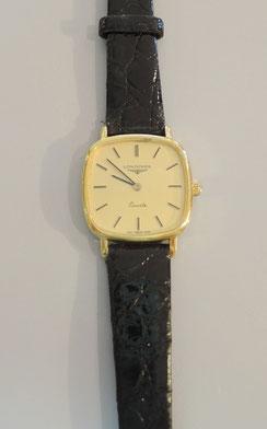 根強い人気のブランド「ロンジン」電池式クォーツ腕時計の分解掃除。長く快適にお使いいただくために、定期的なオーバーホールをおすすめしております。