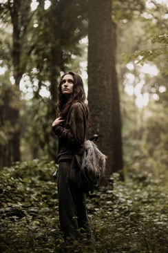 apollo-artemis, mode, design, nachhaltig, handgemacht, kollektion, tinnitus, shooting, editorial, model, nature, women, lina alice