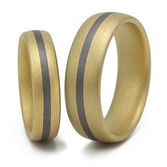 Gelbgold Ringe mit Tantalstreifen
