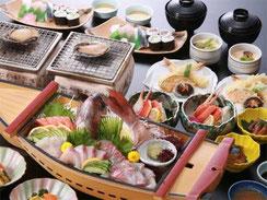 「活あわび踊り焼き」と「瀬戸内のネタで握る寿司」を楽しむ。鯛の姿造り舟盛り会席プラン