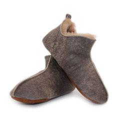 chaussons beige couleur cognac marron en peau d'agneau double face intérieur fourré fourrure naturelle mouton