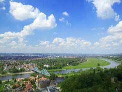 Blick auf die Elbe und Blaues Wunder
