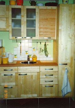 Küchenzeile mit Rollschrank in Birke massiv, geölt