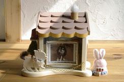 手作りのペット仏壇・ペット仏壇・可愛いペット仏壇・4寸骨壺・天使のおうち