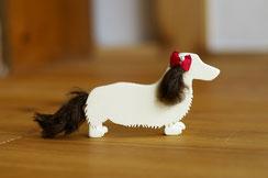黒いワンちゃんの場合、耳と尻尾のみ黒いドイツモヘアで制作しても可愛いです