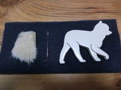 モチーフはクリームに着色・針金を挟んでしっぽを作ります