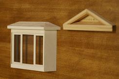 屋根の色が決まったら、出窓の側面をルーバーのようにスリットを入れる予定です