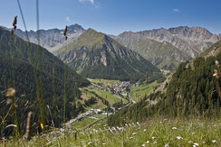 Samnaun Dorf vom Mont Grond aus