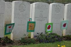 Les tombes décorées par les enfants