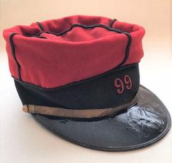 """Képi de sergent type """"foulard"""" (inspiré du modèle officier 1880) utilisé jusqu'en 1914. Il appartenait au sergent J. Bonnet, mort pour la France le 19 août 1914 (Coll. priv. 001)"""