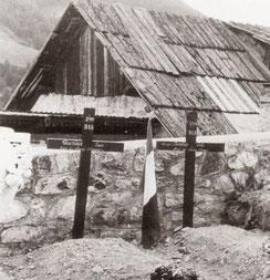 Saint-Paul en Ubaye : tombes provisoires du SGT Jules BENETON et l'Alpin Louis GOURDON du 299e R.I.A.