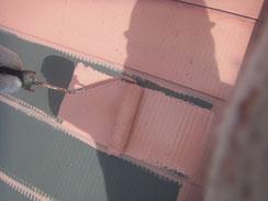 鉄板屋根の錆止め塗装 薄赤
