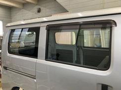 施工例2(施工前)働く車の運転席ガラスへのスモークフィルム貼り【カーフレッシュ新潟】