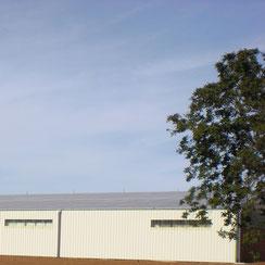 couverture photovoltaïque d'un bâtiment en charpente métallique par ACMB 79, 86, 16 et 17