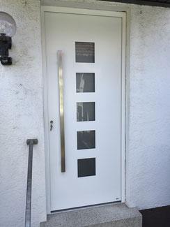 Haustür in Aluminium, weiß mit Automatikschloss RC 2, KfW-Förderung