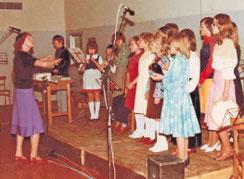 circa 1976: Kinderchor  Leitung: ML Sieglinde Weiner