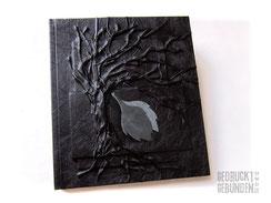 Hardcover Bucheinband schwarz Seitenumfang 100 Seiten creme Hochrelief Baum des Lebens Lederapplikation Blätter Leseband 21cm x 24cm Hochformat