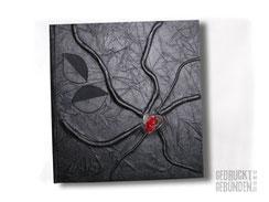 Tagebuch Hardcover Bucheinband schwarz 160 Seiten weiß Hochrelief Ranken Applikation Blätter Glasherz transparent/rot Leseband rot 22cm x 22cm Quadratisches Format