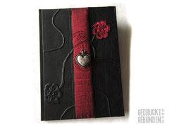 Kondolenzbuch Trauerbuch Hardcover Bucheinband schwarz Seitenumfang 80 Seiten elfenbeinfarben Borte dunkelrot Herzanhänger Blumen A4 Hochformat