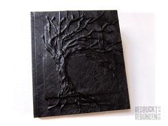 Hardcover Bucheinband schwarz Seitenumfang 100 Seiten weiß Hochrelief Baum des Lebens Leseband 21cm x 24cm Hochformat