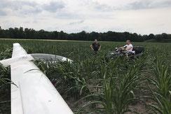 Oftmals gibt es nette Helfer*innen – so auch in Soltau, als der Discus per Quad aus dem Maisfeld gezogen worde.